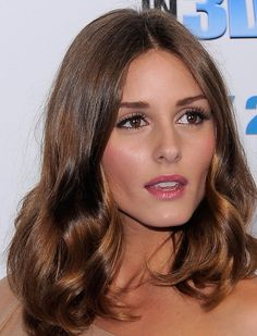 Olivia Palermo hair: kind of obsessed with this style and length Ombre Hair, Balayage Hair, Trendy Hairstyles, Bob Hairstyles, Olivia Palermo Hair, Hailey Baldwin, Super Hair, Hair Videos, Dark Hair