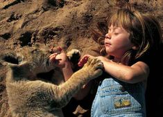 Incredible Photos Of A Little Girl Who Grew Up Alongside Wild Animals in Africa - Naturely