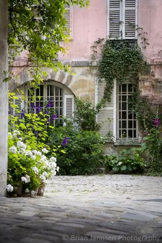 courtyard in #paris
