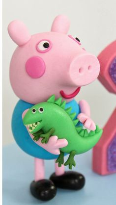 Cumple George Pig, George Pig Cake, Fondant Cake Toppers, Fondant Figures, Peppa Pig Birthday Cake, 2nd Birthday, Carl Y Ellie, Cake Decorating With Fondant, Pig Party