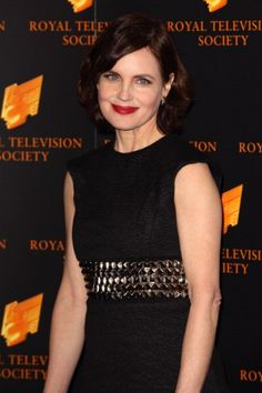 Elizabeth McGovern (50) Currently staring in Downtown Abbey For More hairstyles modeled by Women over 45 See http://stillblondeafteralltheseyears.com/category/hairstyles-for-women-over-45/