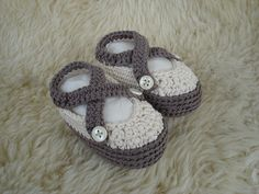 Free Baby sandals pattern in organic cotton by aishakenza, via Flickr