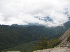 Vista da base das Prateleiras - Parque Nacional de Itatiaia - RJ (Foto: Orlando MFN 2007)