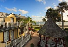 Bayfront Marin House Saint Augustine (Florida) Located in Saint Augustine's historic district, this waterfront property offers concierge service and a sun deck overlooking Matanzas Bay. The guest rooms are furnished with Victorian period antiques.