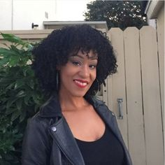 Traycee Simmons shares how she refreshes her wash and go every morning with her Q-Redew! #QRedew #NaturalHair #NaturallyCurly