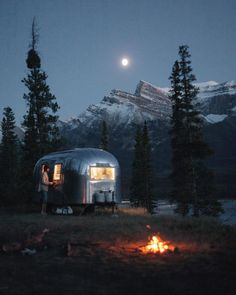 "theadventurouslife4us: ""#camping , Living on the road / Saskatchewan River Crossing, Alberta / Monument Creatives / via UNILAD Adventure "" Maybe someday."