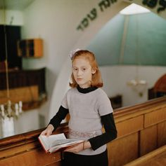 Portrait of Orthodox Girl in Synagogue Wins International Photography Award 'Chayla in Shul' will be displayed in London's National Portrait Gallery Marlene Dumas, David Bailey, Diane Arbus, Galleries In London, London Photos, Beach Portraits, Family Portraits, Hasselblad 500cm, Amazing Photography