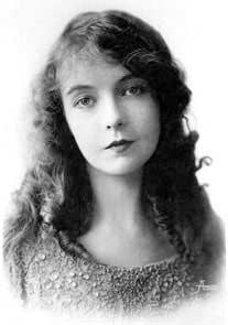Lillian Diana Gish honorary Oscar in 1971. American silent film actress en: Lillian Gish (1893-1993) in a studio publicity shot of c. 1917