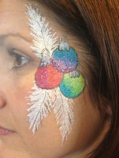xmas bulbs on side of face Adult Face Painting, Face Painting Tips, Face Painting Designs, Body Painting, Frozen Face Paint, Face Paint Party, Christmas Face Painting, Fair Face, Cheek Art