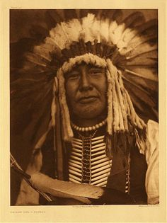 When traders brought smallpox to the Mandan Indians of North Dakota in only a handful perhaps 150 survived. In the early Yellow Owl, pictured, was one of fewer than 300 Mandan remaining. Native American Photos, Native American History, American Indians, American Art, American Story, American Symbols, American Life, Sioux, Mandan Indians