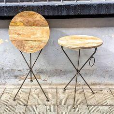 www.potsdam.es C/Santa Marta 6 Pamplona.  Volvemos a tener en la tienda esta pareja de mesas auxiliares plegables con pata metálica y sobre de madera