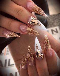 Trendy and Unique Stiletto Nail Art Designs; Bling St… – My CMS Glam Nails, Dope Nails, Fancy Nails, Trendy Nails, Beauty Nails, Ongles Bling Bling, Bling Nails, Bling Nail Art, Gold Nail Art