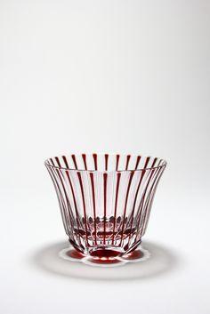 Cut glass of twist Japanese plum .  ひねり梅ぐい呑み。