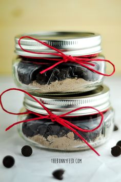 DIY Red Velvet Hot Chocolate in a jar. Perfect gift for Valentine's Day.