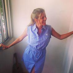 s amigas de Uruguay comprando suas peças C(+)MAS para arrasar nesses dias de calor paulista @inescet veste Chemise de Chambray sem mangas feito a partir de camisas masculinas descartadas pela indústria