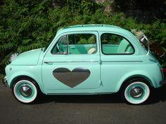 Als je dan toch in Italië trouwt... Dan ook in een Fiat 500 met ❤
