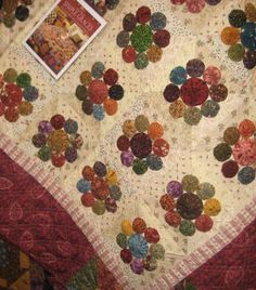kim diehl simple graces yo yo quilt Looks like dresdens. Yo Yo Quilt, Rag Quilt, Quilt Blocks, Easy Quilts, Small Quilts, Basket Quilt, Easy Quilt Patterns, Colorful Quilts, Hexagon Quilt