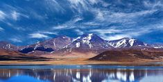 Peiku Tso is located along the route from Old Tingri to Saga in Western Tibet. Beautiful Islands, Beautiful World, Travel Tours, Travel Guide, Sustainable Tourism, Tibet, Prehistoric, Adventure Travel, Viajes