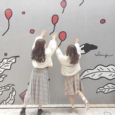 Ulzzang Girl Selca, Ulzzang Korean Girl, Korean Best Friends, Bff Girls, Shadow Pictures, Cute Lesbian Couples, Photoshoot Themes, Vietnam Girl, Pretty Photos