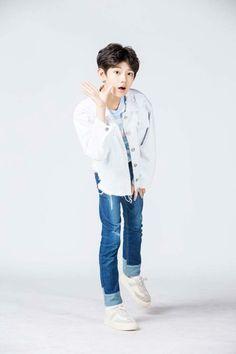 Zhang Minghao Baby Tumblr, Kids Photography Boys, Ulzzang Kids, Korea Boy, Fandom, Child Models, Handsome Boys, Boy Fashion, Cute Kids