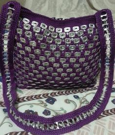 . Pop Tab Purse, Pop Bag, Recycle Cans, Upcycle, Pop Can Tabs, Can Tab Crafts, Crotchet Bags, Soda Tabs, Medium Bags