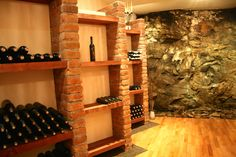 Gemütliches Ambiente in der Vinothek. #Weinprobe in der Vinothek am #Eisenberg im #Burgenland Österreich.
