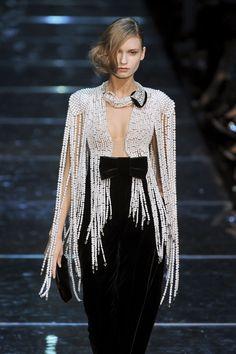 Armani Prive& Fringe Of Pearls . Armani Prive& Fringe Of Pearls Style Haute Couture, Couture Fashion, Runway Fashion, Fashion Show, Womens Fashion, London Fashion, Fashion Fashion, Vogue, Fashion Details