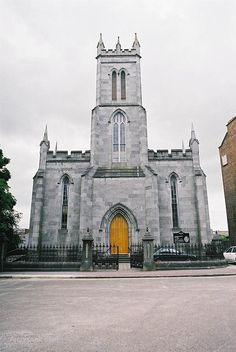 1844 – St Michael's Church of Ireland, Limerick – Archiseek – Irish Architecture Michael Church, St Michael, Cool Places To Visit, Places To Travel, Church Of Ireland, Limerick Ireland, Kirchen, Saints, Irish