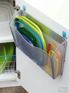 Organização de tampas plásticas