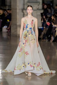Georges Hobeika Couture, Spring 2017 - Couture's Most Beautiful Spring 2017 Runway Gowns - Photo Couture Mode, Style Couture, Couture Fashion, Runway Fashion, Couture Week, Luxury Fashion, Georges Hobeika, Beautiful Gowns, Beautiful Outfits