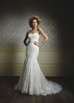 See Some Flattering Sweetheart Necklines #wedding #weddingdresses