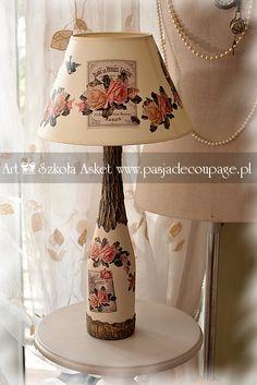 Motyw róż z konwaliami na lampie