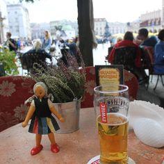 con cerveza en Krakov