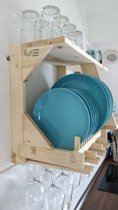 Adorable 50 Lovely Kitchen Rack Design Ideas For Smart Mother Wooden Plate Rack, Plate Rack Wall, Diy Plate Rack, Wooden Plates, Wooden Rack, Diy Furniture Plans, Pallet Furniture, Kitchen Furniture, Furniture Storage