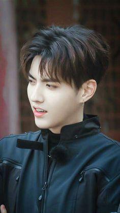 "Kris Wu at the program Floors of mystery"" 2017 Chanyeol, Kyungsoo, Kris Wu, Rapper, Wu Yi Fan, Kim Junmyeon, Asian Hair, Exo Members, Chinese Boy"