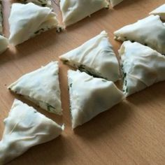 Nefiss crispy triangular pies Moreover, very practical, 3 pieces yufka 1 - Ramadan Desserts, No Bake Desserts, Bulgarian Recipes, Turkish Recipes, Cute Food, Yummy Food, Pizza Pastry, Turkish Breakfast, Iftar