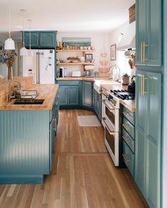 Home Decor Kitchen, Kitchen Interior, Home Kitchens, Updated Kitchen, New Kitchen, Küchen Design, House Design, Booth Design, Refinishing Hardwood Floors