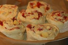 Fylld lantbröds-tårta med ost, bacon & soltorkade tomater Shrimp, Bacon, Meat, Pork Belly