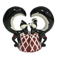 Westland Giftware Looney Tunes Magnetic Pepe Le Pew and Penelope in Love Salt and Pepper Shaker Set, 4-Inch