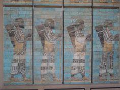 Friso de los arqueros del Palacio de Susa (s. V a.c, París, Museé du Louvre). Arte persa