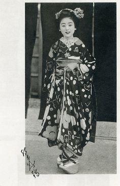 Six Maiko - Hisafuku 1930s | Flickr - Photo Sharing!