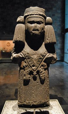 Chalchihuitlicue Front  The aztec goddess of bodies of wáter and wife of Tlacoc the rain deity.