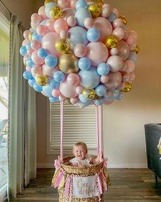 Up up and away! Love this first birthday hot air balloon garland by and Baby Boy Balloons, Diy Hot Air Balloons, Baby Shower Balloons, Balloon Birthday Themes, Birthday Party Decorations, Balloon Garland, Balloon Decorations, Hot Air Balloon Centerpieces, Balloon Ideas