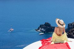Welcome to Alta Mare by Andronis, one of the best luxury Oia Santorini hotels perched on the edge of the Caldera's dramatic cliff that disarms your senses. Hotels In Santorini Greece, Lovers Eyes, Top Of The World, Stunning View, In The Heart, Luxury, Sunshine, Amazing, Life