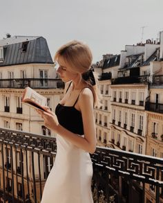 Find images and videos about girl, book and paris on We Heart It - the app to get lost in what you love. Lingerie Paris, Lingerie Chic, Style Outfits, Mode Outfits, Fashion Outfits, Fashion 2017, Fasion, Parisienne Chic, Parisian Style Fashion