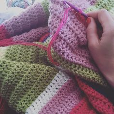 crafty_crochet85 Up since 5.30... Oh joy the chunk is going to be an early riser  Working on this (massive) blanket before getting ready for today's Aquathlon  #crochet #craftycrochet #chunky #blanket #customorder #crochetersofinstagram  #whathavemykidsgotagainsleep #swim #run #aquathlon #excited