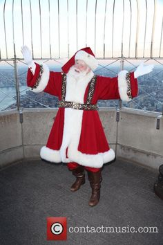 santa's from the macy 's parade to pin   Picture - Santa Claus at Macy's   Photo…