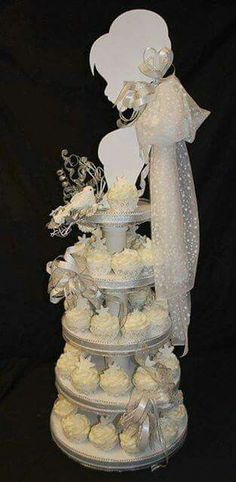"""Originales ideas para presentar cupcakes - Dale Detalles """"Bride Cupcake Tower - How cute with the snowflakes if I was having a winter wedding! =) (the Fren Bride Cupcakes, Wedding Cakes With Cupcakes, Cupcake Cakes, Party Cupcakes, Bridal Shower Cakes, Bridal Showers, Dream Cake, Beautiful Cakes, Cake Designs"""