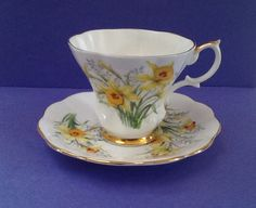 """Delicate Royal Albert """"Daffodil"""" pattern Teacup Set. Friendship Series. by Whitepearlfinds on Etsy"""