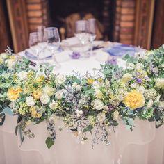 一会 ichieさんはInstagramを利用しています:「昨年10月の、リストランテASOの花嫁様花婿様、 たくさんお写真をいただいて、 今週前半のブログにご紹介させていただきました。 有り難うございました!!! #ASO#高砂#装花#会場装花」 Flower Bouquet Wedding, Floral Wedding, Fall Wedding, Wedding Ideas, Table Arrangements, Flower Arrangements, Welcome Table, Wedding Table Decorations, Table Flowers